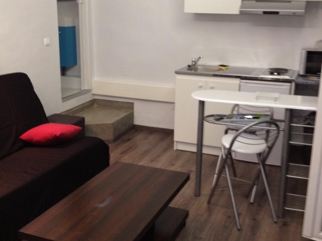 studio a louer a nice pas cher. Black Bedroom Furniture Sets. Home Design Ideas